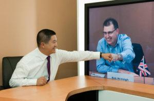 entrevista online de un chino a un americano